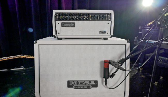 Mesa/Boogie Mark V nuppi ja kaappi valkoisena.