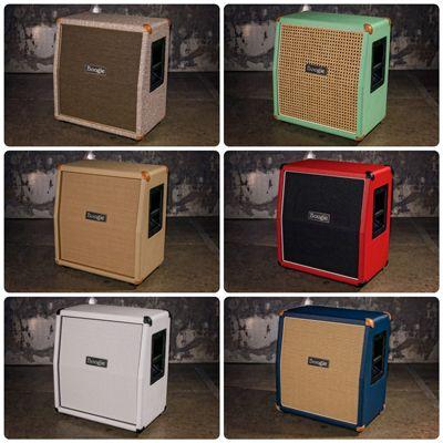 Mesa/Boogie-kaappeja erilaisilla etulevyillä.
