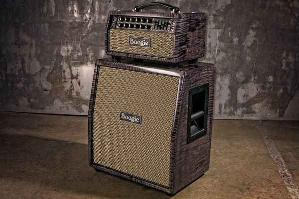 Mesa/Boogie Mark V 25 -stack läpikuultavalla harmaalla loimuvaahteraviimeistelyllä.