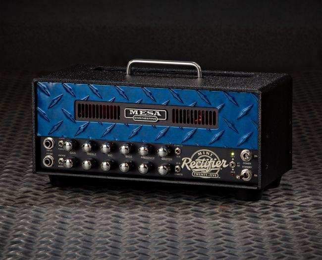 Mesa Boogie Mini Rectifier sinisellä diamond grille -etulevyllä.