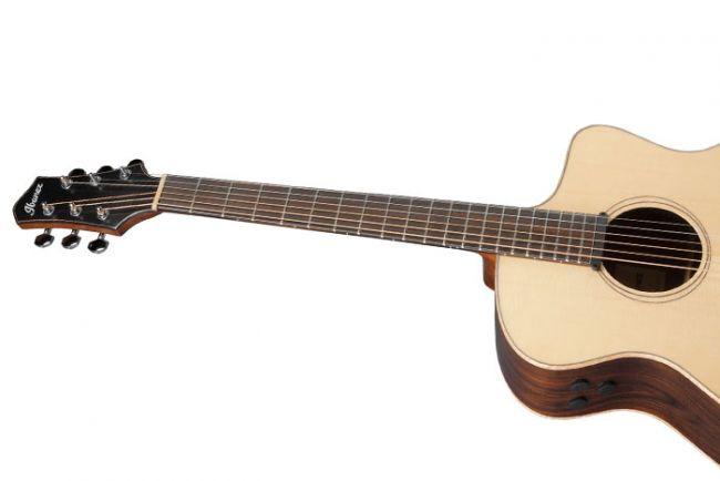 Ibanez PA-kitaran pidempi skaala.