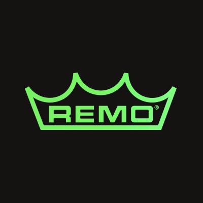 Remo logo mustalla tausalla.