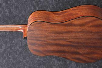 Ibanez AAD140-OPN akustisen kitaran runko takaa.