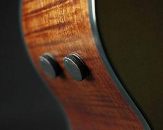Ibanez AE-kitaran volume- ja tone-säädöt.
