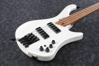 Ibanez EHB1000-PWM basson runko lähikuvassa.