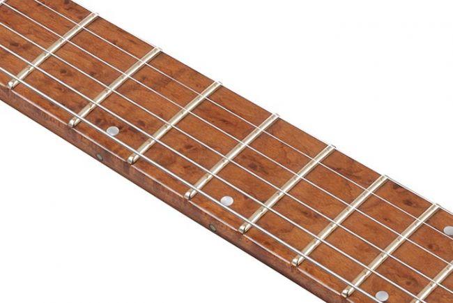 Ibanez Q-kitaran linnunsilmävaahteraotelauta.