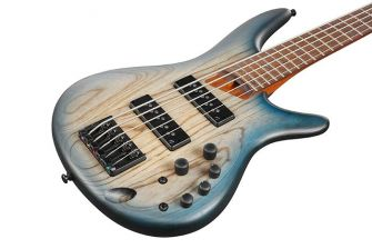 Ibanez SR605E-CTF 5-kielisen basson kansi lähikuvassa.