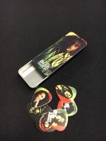 Dunlop Bob Marley Rasta Series Medium plektrat tinalaatikossa