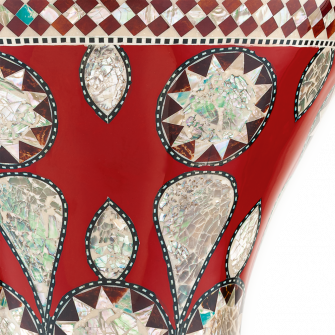 Meinl Mosaic Imperial Doumbekin viimeistely lähikuvassa.
