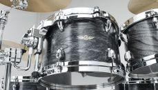 Star pähkinäpuu-rumpusetti kahdella tomilla, lattiatomilla ja 22 tuuman bassorummulla.